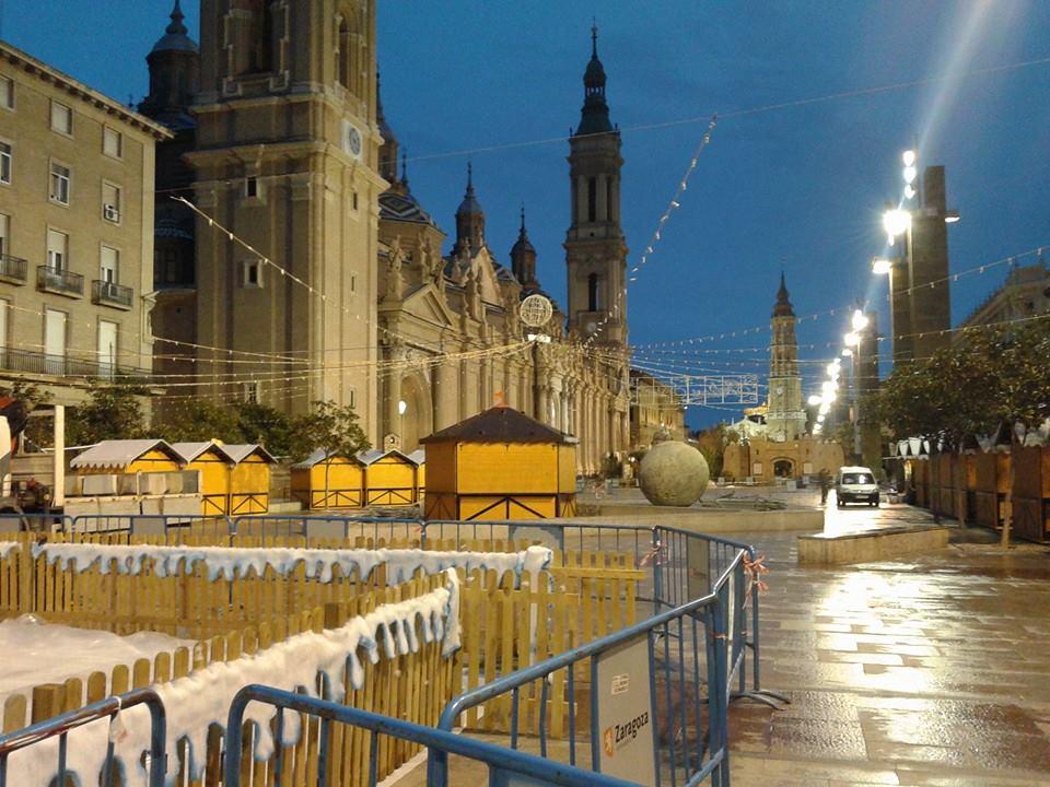 La plaza del pilar se convierte en el punto de - Tiempo en casetas zaragoza ...