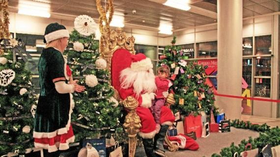 Papa Noel y los Reyes Magos escuchan las peticiones de los más pequeños