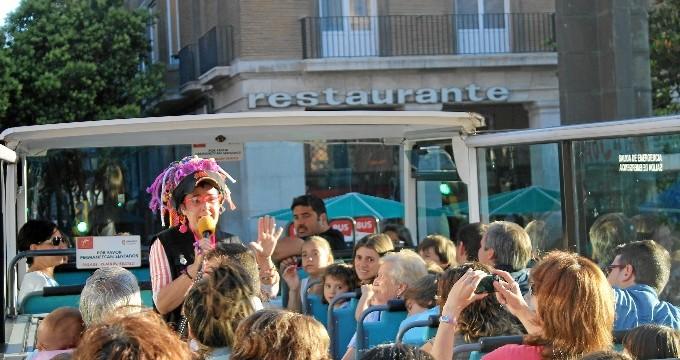 Una tarde de cine para niños y mayores en el Megabus de Zaragoza