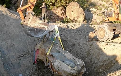 Investigadores de Zaragoza participan en la extracción de un cuello de dinosaurio de más de cinco metros de largo