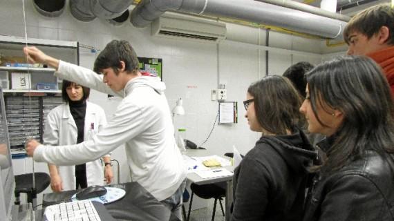 300 alumnos zaragozanos de Bachiller se ponen en la piel de los técnicos del CSI