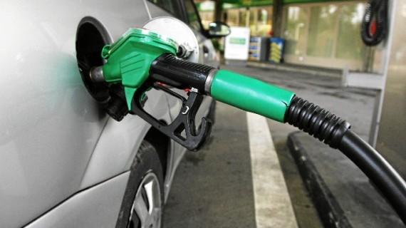 Los zaragozanos consumen el tercer carburante más barato de España