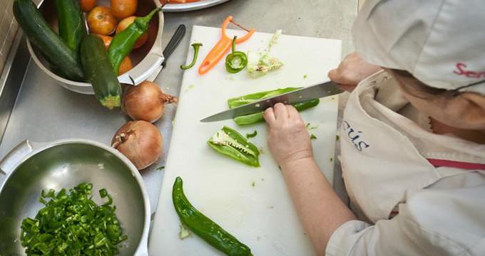 Los comedores escolares servirán al menos 16 platos al mes con productos ecológicos