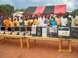 África Sí realiza proyectos de desarrollo en Ghana para facilitar el acceso a la tecnología a la población.
