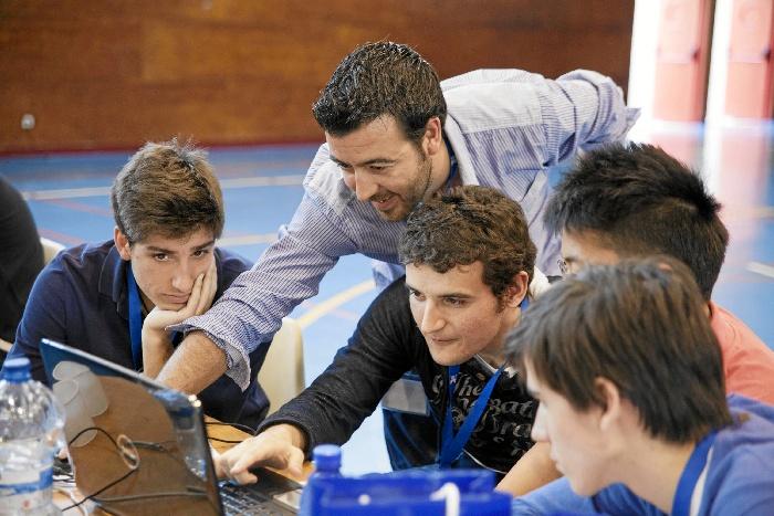 Más de 80 estudiantes de Zaragoza participan en un programa educativo para dirigir su propia empresa en Internet