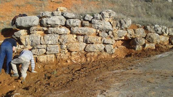 """Villarroya descubre las primeras piedras del """"Castillo Villarroyano"""""""