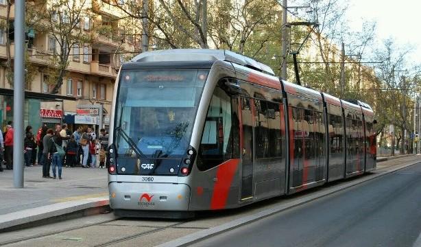 Los usuarios del tranvía de Zaragoza puntúan el servicio con un Notable