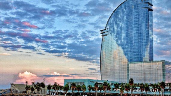 Consejos para una escapada de verano a Barcelona: ir  a la playa y visitar la ciudad