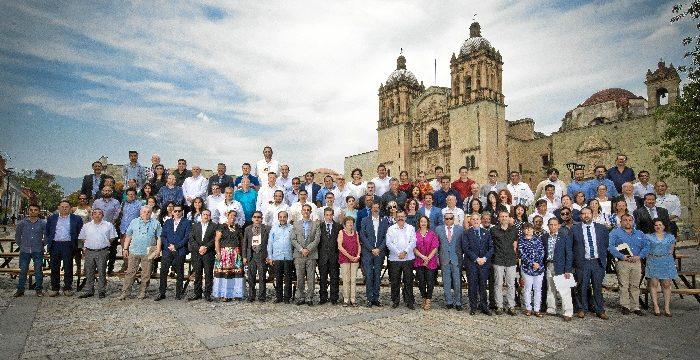 Zaragoza firma la declaración de Oxaca, que pone al peatón en la punta de la pirámide de la movilidad