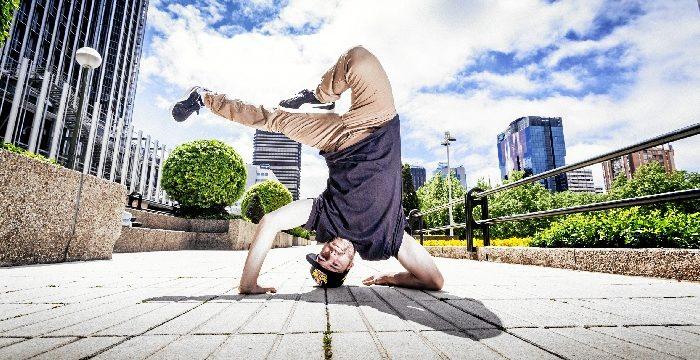 La danza de 'Trayectos' tomas las calles y plazas de Zaragoza