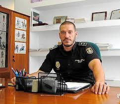 El policía y ganador de 'Pasapalabra' Luis Esteban publica la novela 'El río guardó silencio'