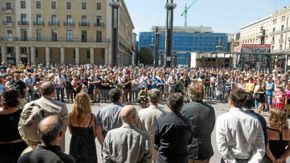 Zaragoza muestra su solidaridad con las víctimas de los atentados de Barcelona y Cambrils