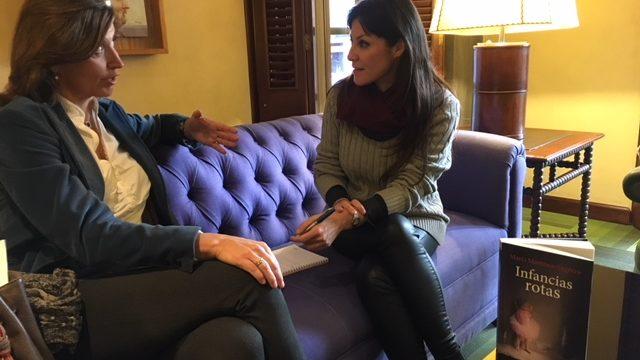 La escritora cordobesa María Martínez-Sagrera aborda los abusos sexuales a menores en su última novela, 'Infancias rotas'