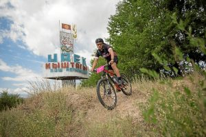 Realizando la Silk Route Bike Challenge en Kyrgyzstan.