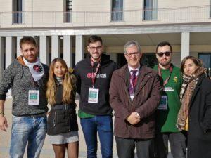 Los estudiantes del equipo aragonés participante en la I National Cyber League, junto al vicerrector de la Universidad de Zaragoza Fernando Tricas.