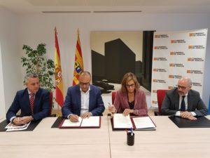 Felipe Faci y Cristina González firman un convenio para promover la tecnificación deportiva en Aragón.