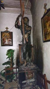 Una de las tallas de la ermita de Tauste apareció quemada.