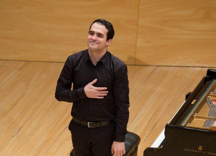 Alberto Menjón gana la beca de piano Pilar Bayona 2019