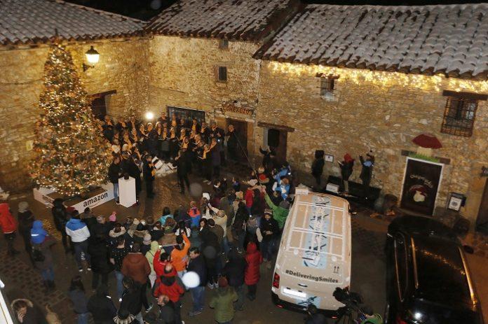 Valdelinares disfrutó de las luces y el árbol de Navidad gracias a Amazon.