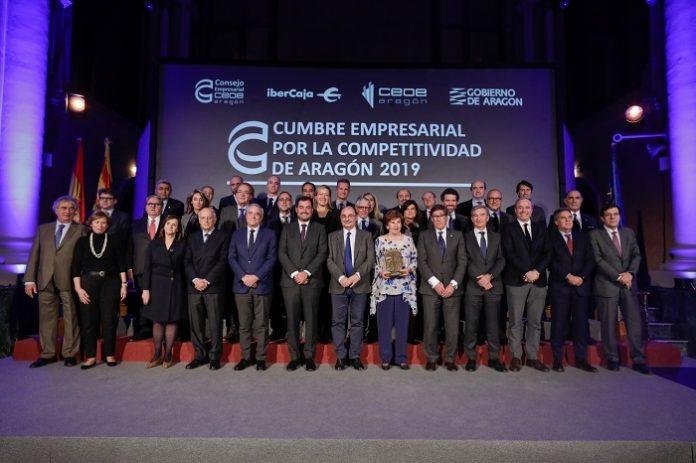 Foto de familia de la IV Cumbre Empresarial por la Competitividad de Aragón