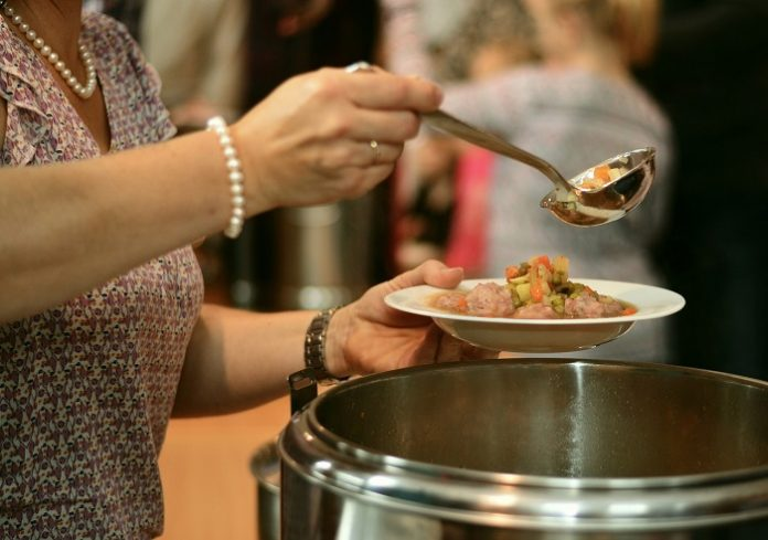 6 centros prestan servicio de comedor para mayores los fines de semana