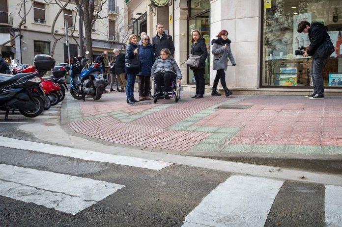 Zaragoza adaptará 1.000 pasos de peatones para tener aceras accesibles