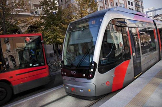 Zaragoza reforzará el servicio de tranvía los fines de semana