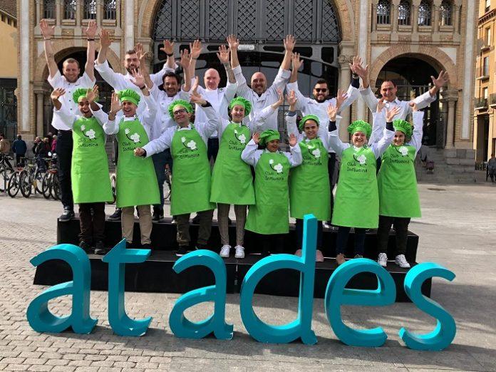 Chef y aprendices del Club Inclucina hacen sus compras en el Mercado Central