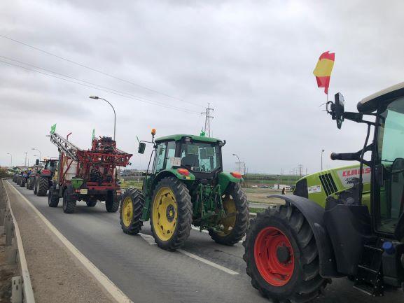 Tractorada en Zaragoza para reivindicar precios y políticas agrarias justas