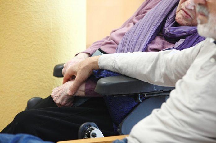 Aragón abre una bolsa de empleo para las residencias de mayores