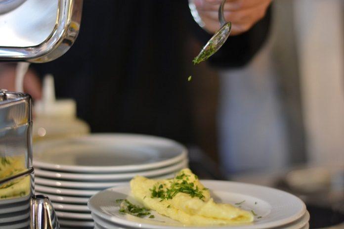 Zaragoza reparte comida a domicilio personas mayores y dependientes