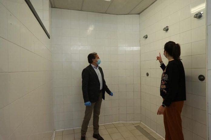 Servicio de duchas para personas sin recursos en el pabellón Santo Domingo