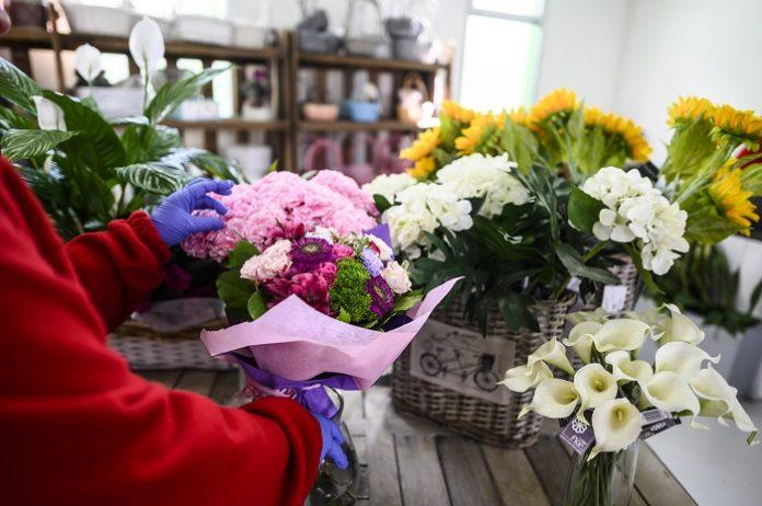 Atades crea un servicio de flores y material de jardinería a domicilio