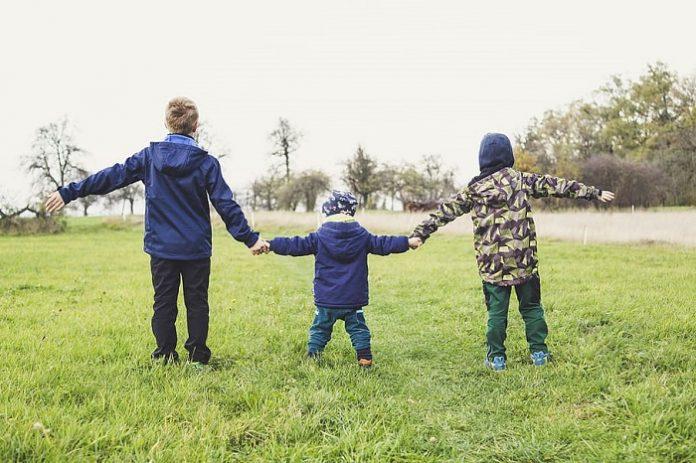 Los menores podrán salir de 9 a 21 horas durante una hora al día