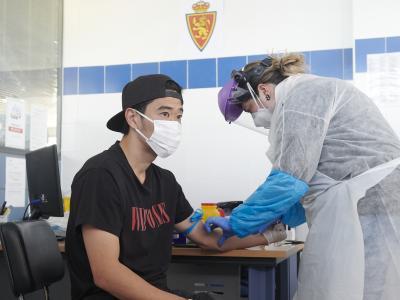 Jugadores del Real Zaragoza pasan el control médico para volver a entrenar