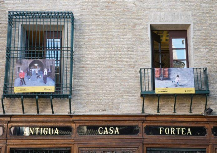 Los balcones de Zaragoza exponen fotos del confinamiento