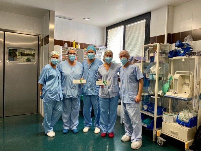 El Clínico incorpora un nuevo implante para tratar el glaucoma
