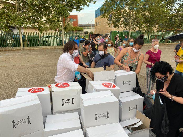 Reparten 750 litros de gel y 1.000 mascarillas en el Distrito de San José