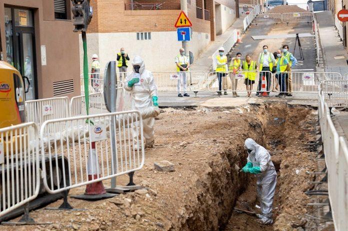 Renuevan el colector de saneamiento de la calle Cruz del Sur, en Valdefierro
