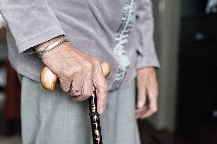 Detenidos por estafar a un anciano y su hijo con discapacidad psíquica durante 4 años