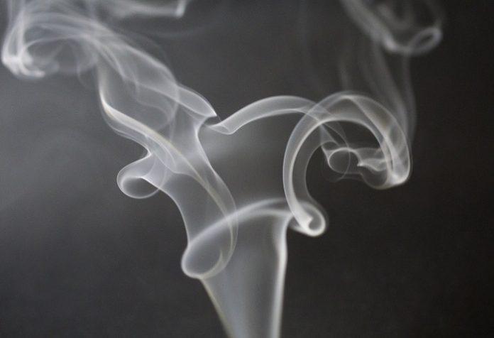 Estudio demuestra riesgo de contraer coronavirus por exposición al humo del tabaco
