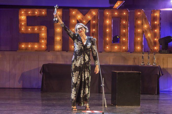 Luisa Gavasa alza su Premio Simón de Honor en el Auditorio de Zaragoza