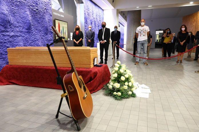 Los aragoneses muestran su cariño al desaparecido artista Joaquín Carbonell