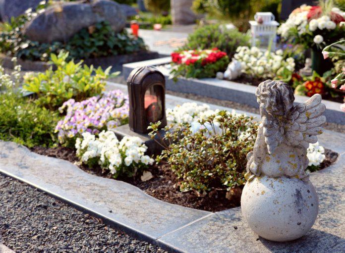 Nuevos horarios de visita al cementerio de La Cartuja por Todos los Santos