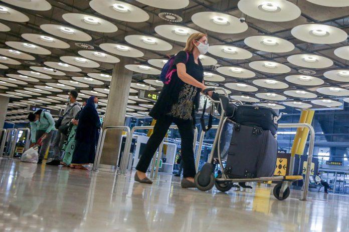 España exige una PCR negativa a viajeros internacionales de 65 países