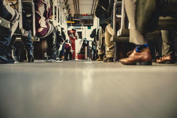 Zaragoza congela el precio del transporte público y las tarifas de saneamiento en 2021