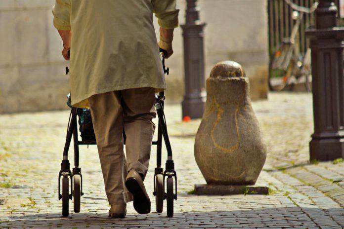 Zaragoza potencia la Red de Comercios Amigables con las personas mayores