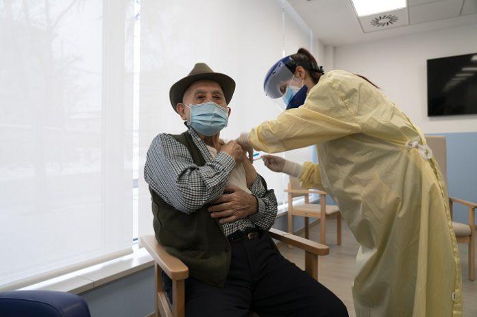 Casi 600 personas completan la vacunación contra la Covid 19 en Aragón